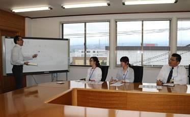 自社サイト「直販の智慧」メンバーによるミーティング風景