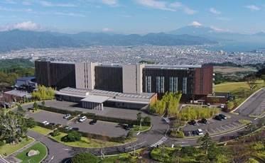 """世界文化遺産の富士山、三保松原、そして日本夜景遺産を望む""""風景美術館"""""""