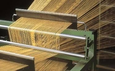 糸であれば織れないものはありません!(アラミド繊維織物工程)