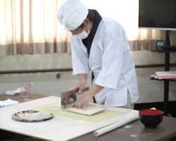 「蕎麦打ちマスター」など他社にはないオモシロイ研修制度も充実